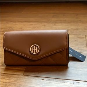 Tommy Hilfiger leather wallet NWT!